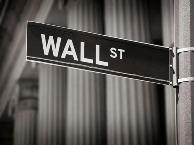 Шок на Уолл-стрит. Инвесторы уходят от рисков в золото